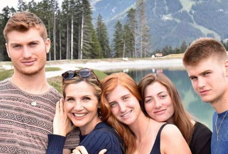 Lorella Cuccarini e i figli - Altranotizia