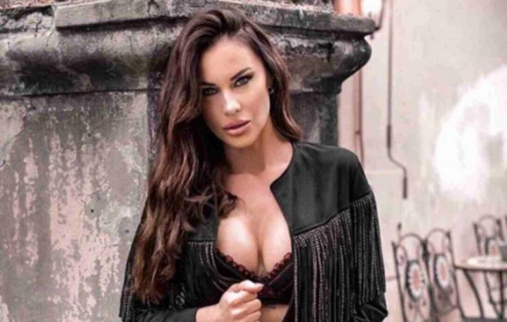 Antonella Mosetti esplosiva a 43 anni - AltraNotizia