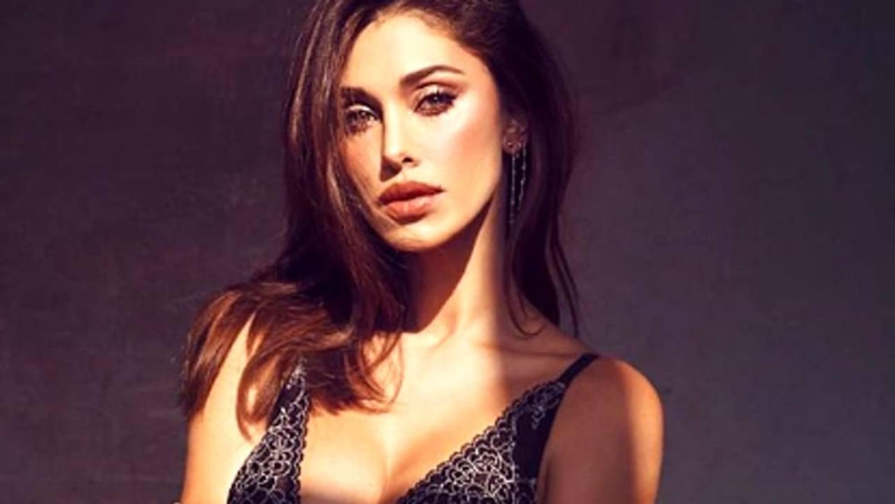 Belen Rodriguez sotto la camicia niente - AltraNotizia