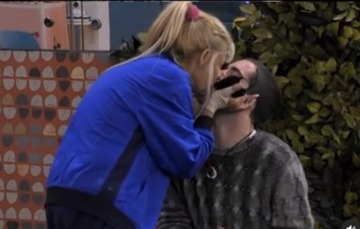 GF Vip bacio