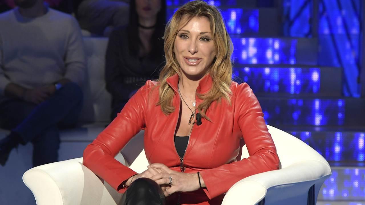 Sabrina Salerno scollatura alla goccia - AltraNotizia