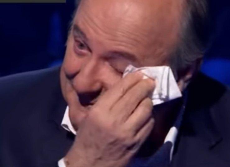 Gerry Scotti in lacrime
