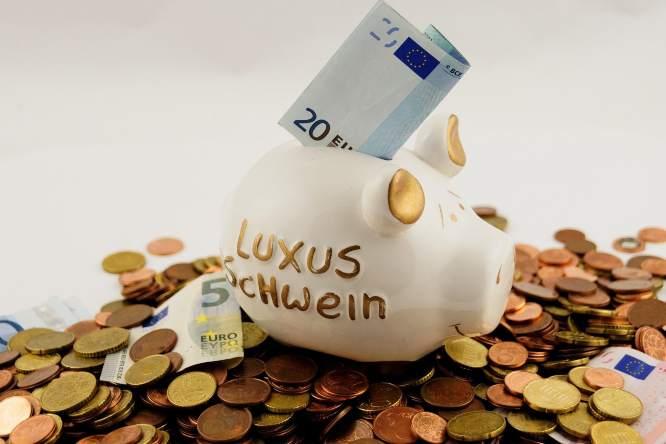 Risparmiare nel salvadanaio (Pixabay)