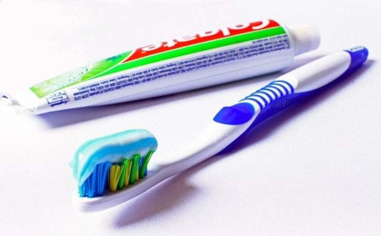 Quadratino colorato dentifricio