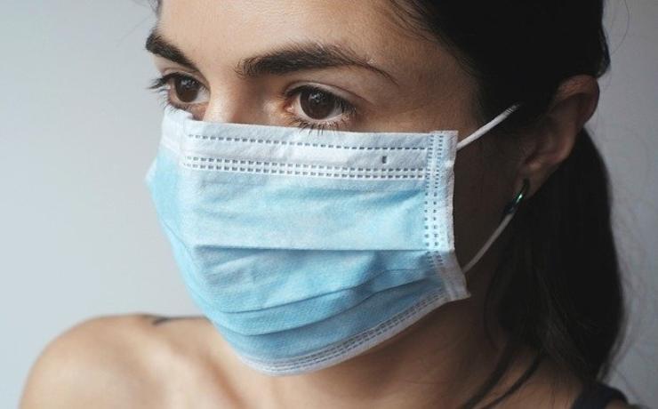 """Coronavirus, stop alle mascherine di stoffa: """"Migliorare le armi che abbiamo già"""""""
