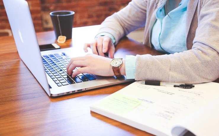Schermo, tastiera e mouse in smart working: pulire il pc in modo semplice ed economico