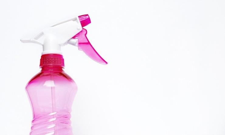 """Divano, i """"trucchi"""" per averlo sempre pulito: i rimedi di cui non potrete fare a meno!"""