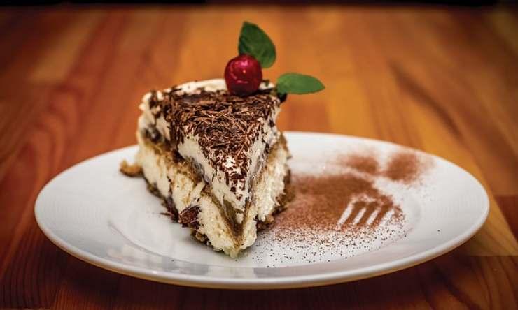 Tiramisù al cioccolato con soli quattro ingredienti: semplice e irresistibile!