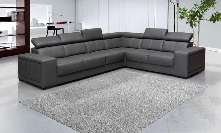 pulire divani pelle