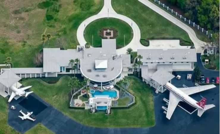 villa Travolta John