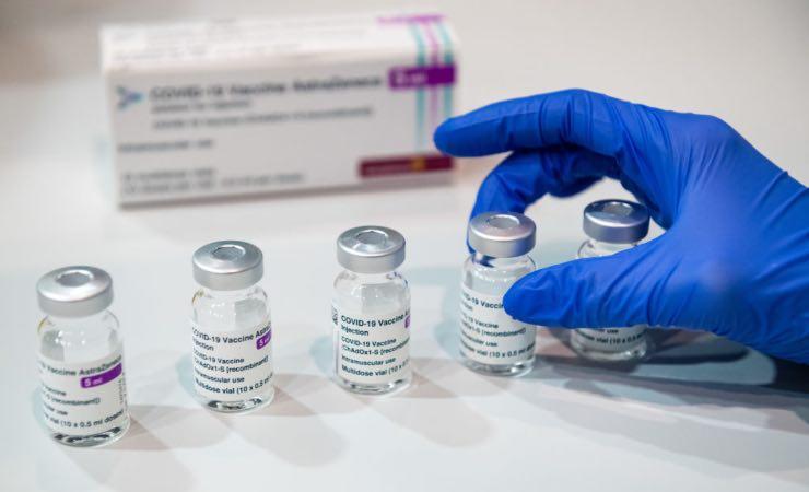 Covid vaccini età