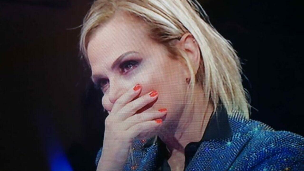 Simona Ventura preoccupata per la malattia del marito AltraNotizia