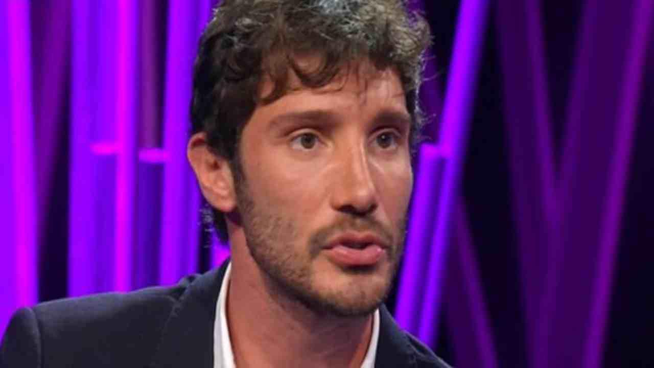 Stefano De Martino come ha reagito alla gravidanza di Belen AltraNotizia