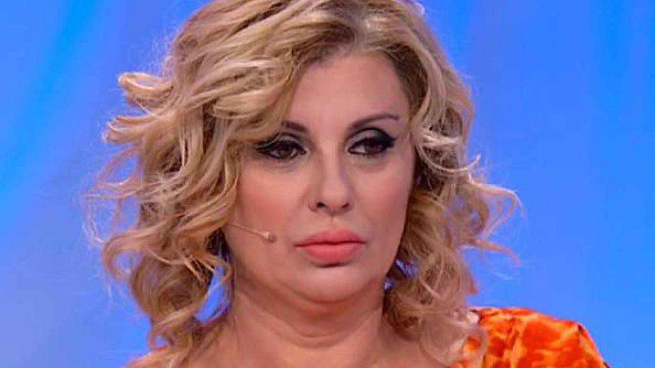 Tina Cipollari frecciatina alla Lombardo AltraNotizia