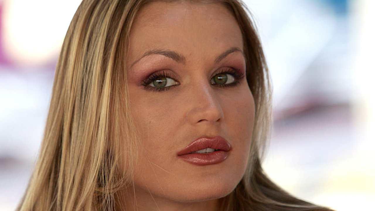 Eva-Henger-prima-new-look-AltraNotizia