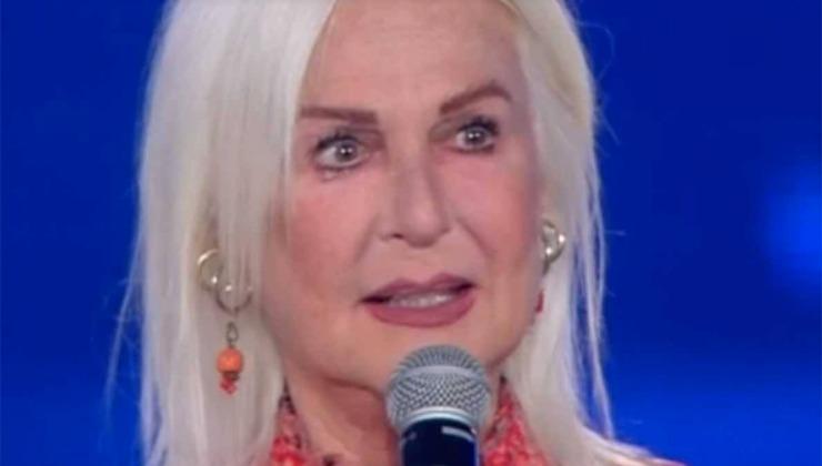 Loretta Goggi commossa