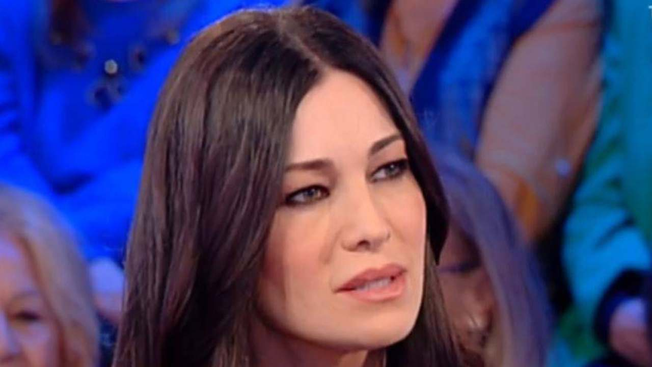 Manuela-Arcuri - ricordate - com'era - agli - esordi? - Altranotizia