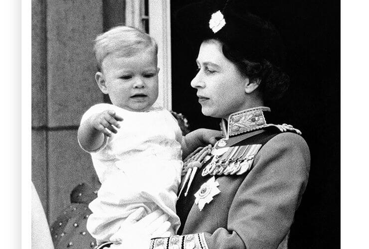 Regina-Elisabetta-II-e-principe-Andrea-piccolo-Altranotizia (1)